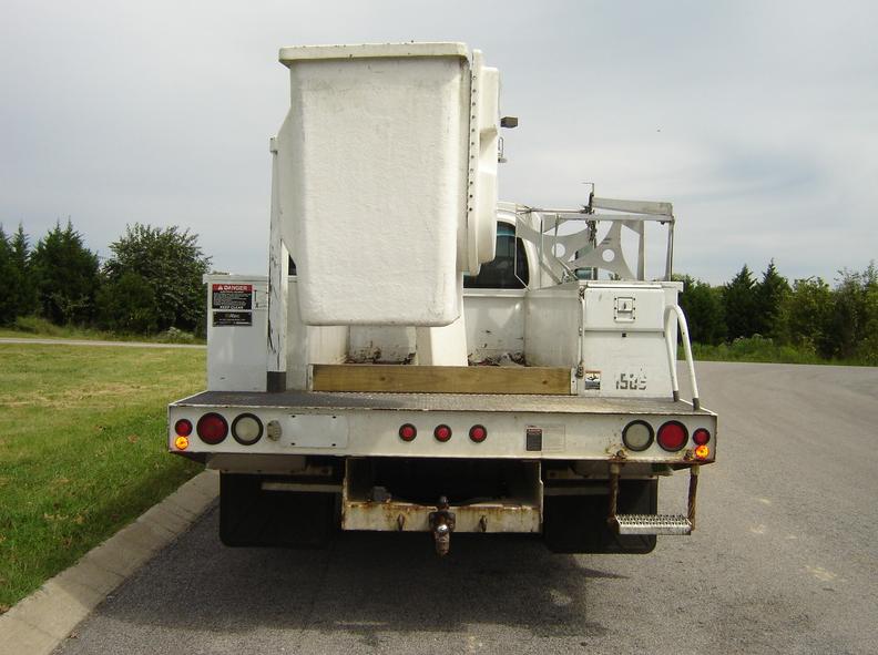 ues-bucket-truck-1362