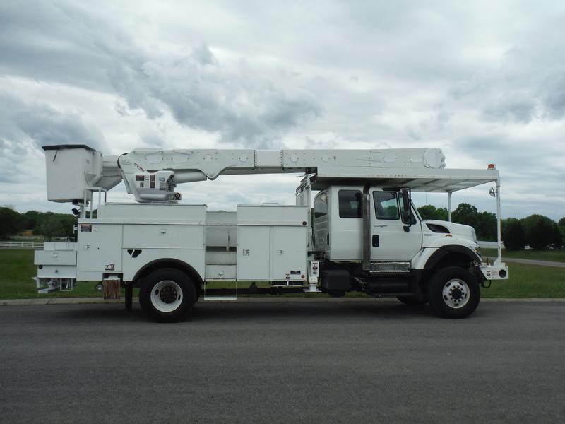 UES-bucket-truck-1449-1