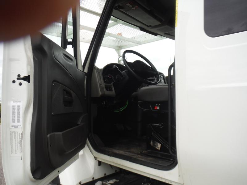 UES-bucket-truck-1449-3