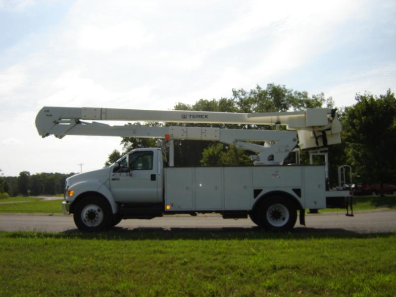 ues-bucket-truck-1340-1