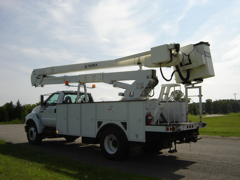 ues-bucket-truck-1340-3