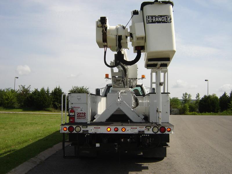 ues-bucket-truck-1340-4