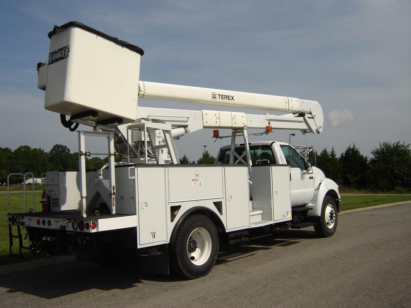 ues-bucket-truck-1340-5