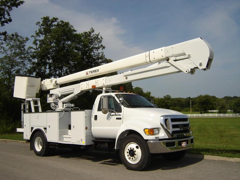 ues-bucket-truck-1340-7