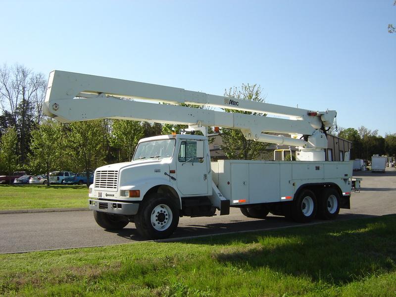 ues-bucket-truck-1390-1