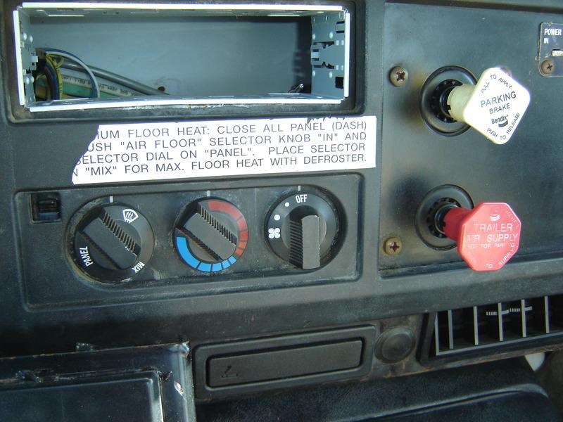 ues-bucket-truck-1390-10