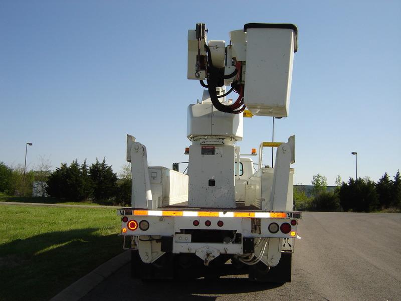 ues-bucket-truck-1390-2