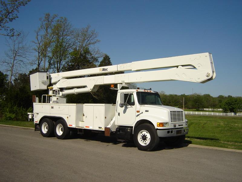 ues-bucket-truck-1390-3