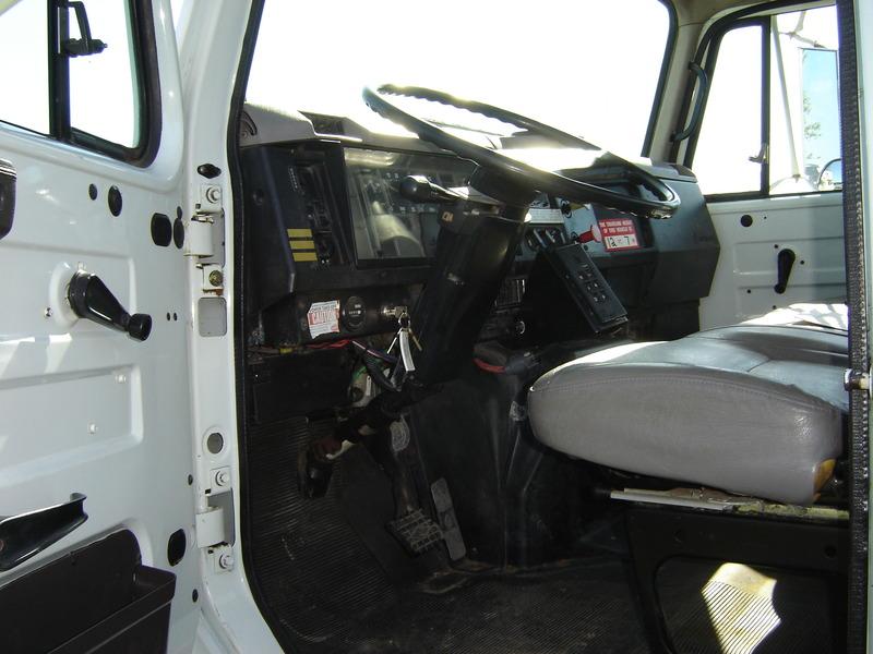 ues-bucket-truck-1390-6
