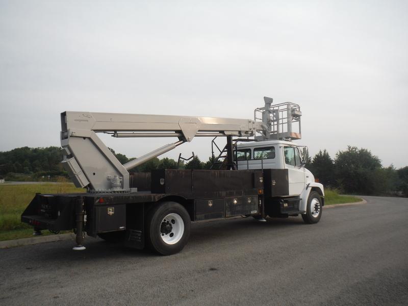 ues-bucket-truck-1415-1