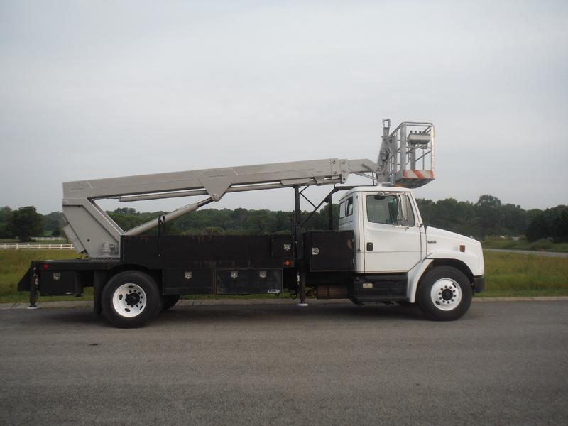 ues-bucket-truck-1415-2