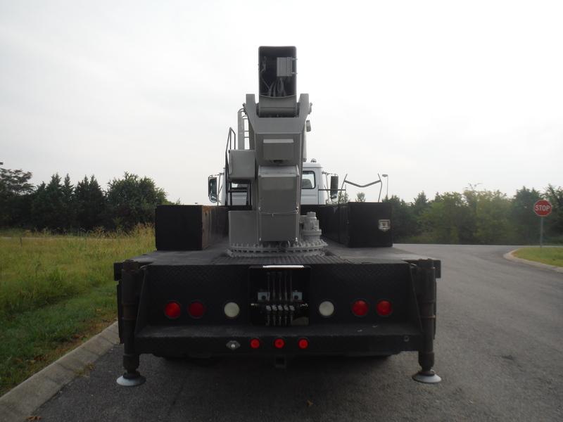 ues-bucket-truck-1415-5