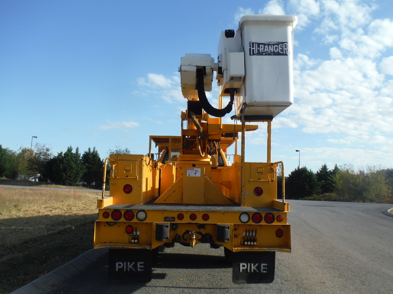 ues-bucket-truck-1474-2