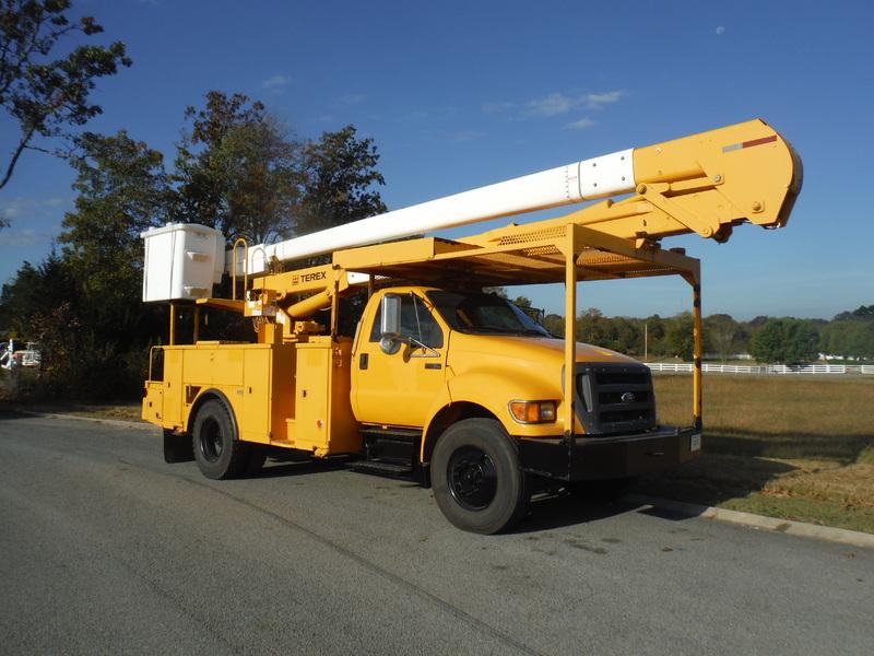 ues-bucket-truck-1474-3