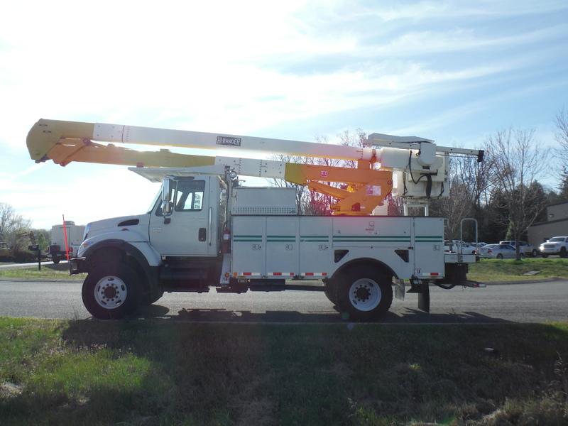 ues-bucket-truck-1502-1