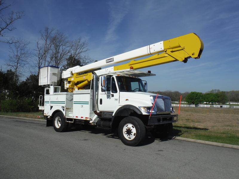 ues-bucket-truck-1502-11