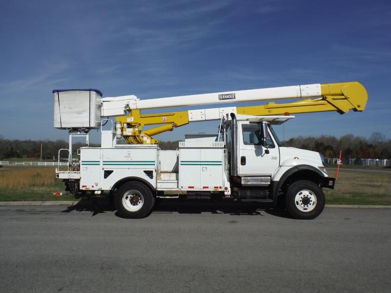 ues-bucket-truck-1502-3