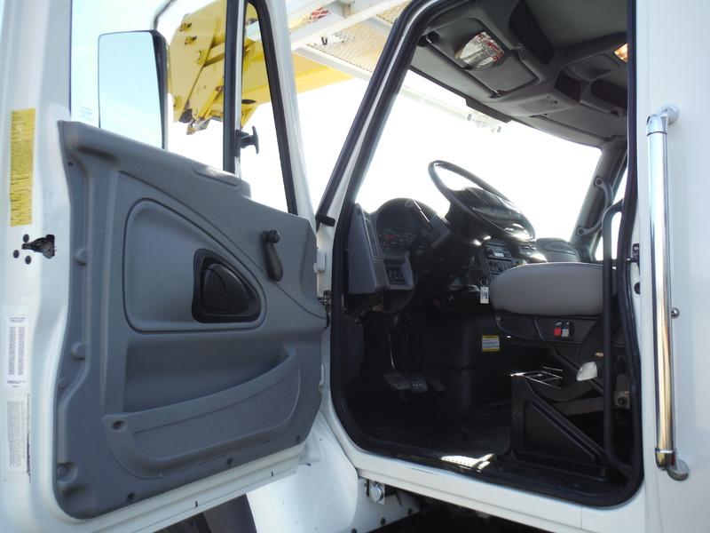 ues-bucket-truck-1502-5