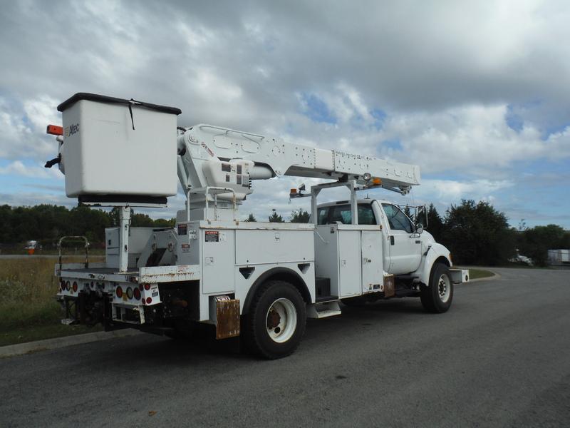ues-bucket-truck-1538-4