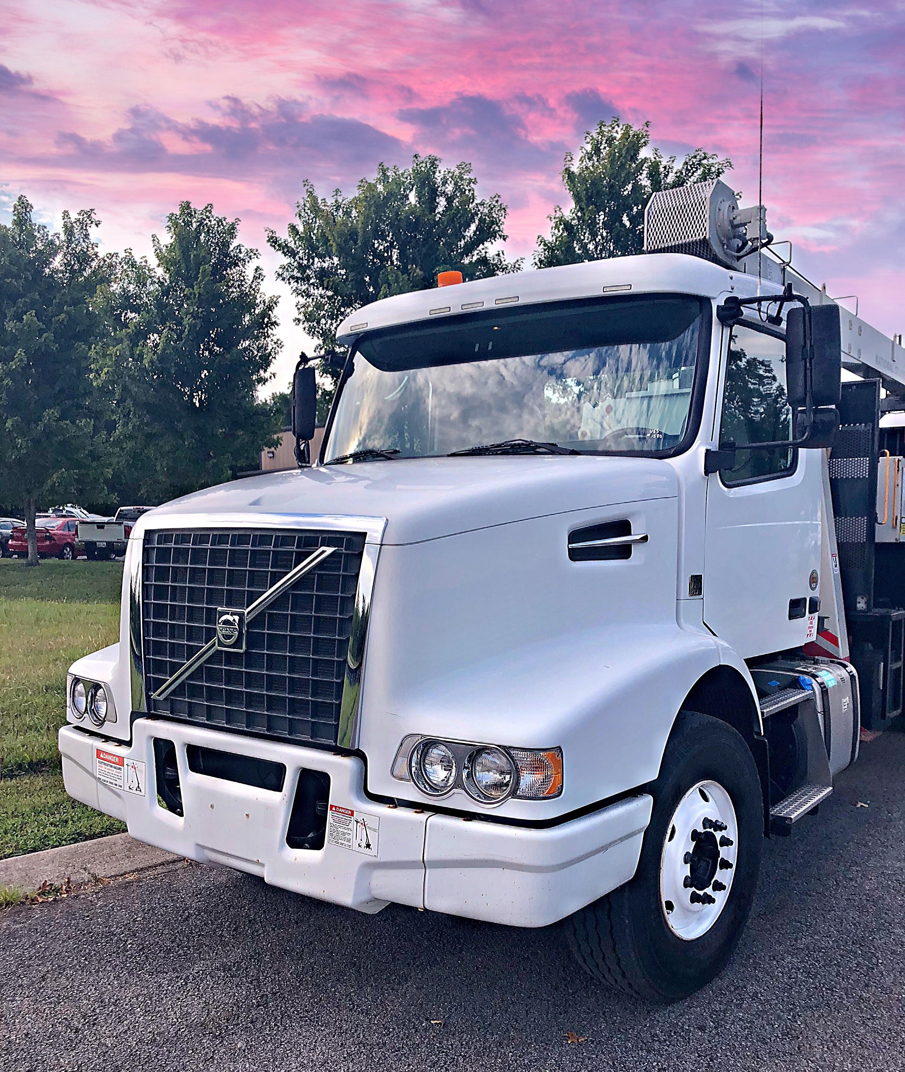 unit 1580 front truck sky