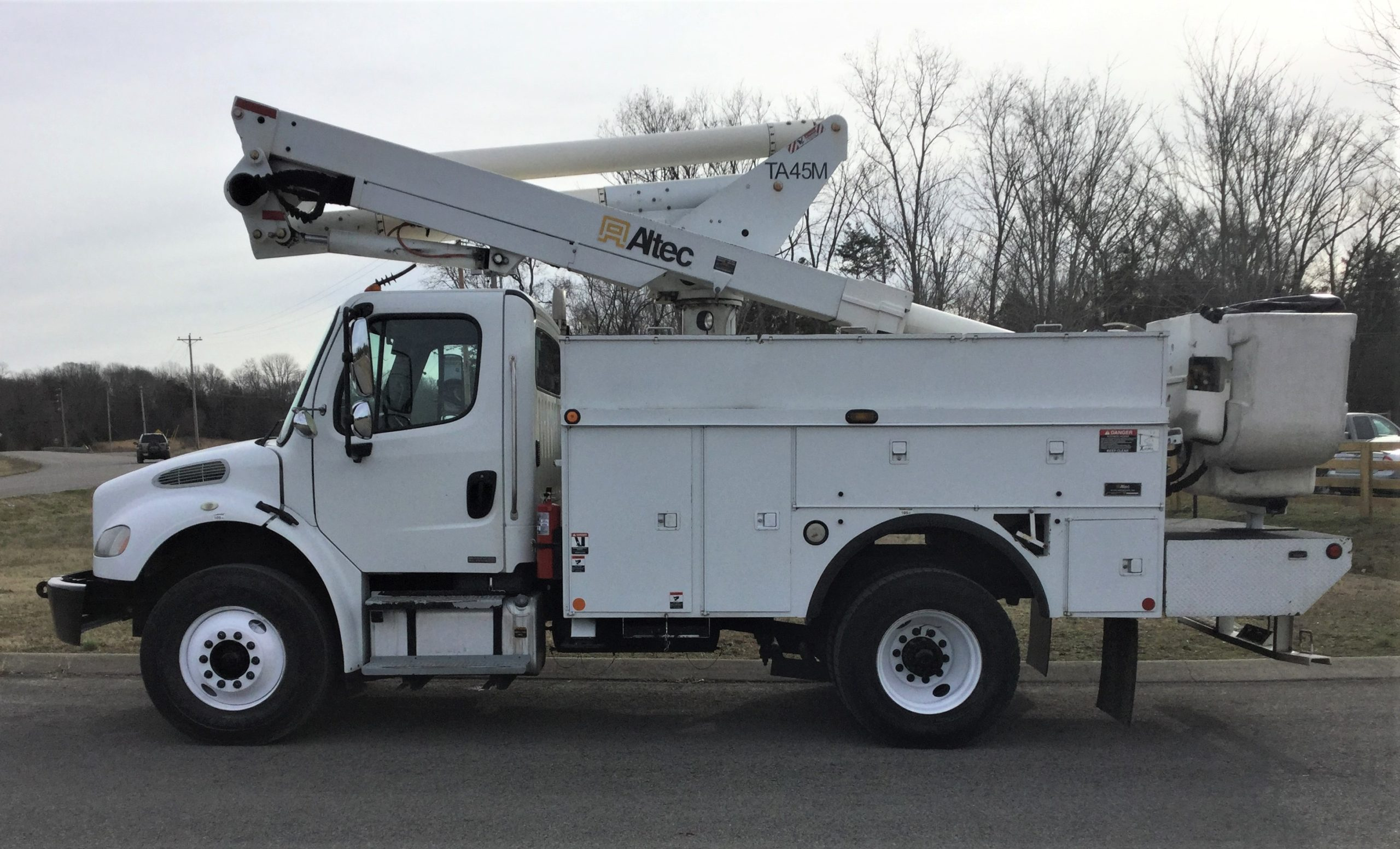 side view of short bucket truck for Sale from Utility Equipment Service in Spring Hill TN