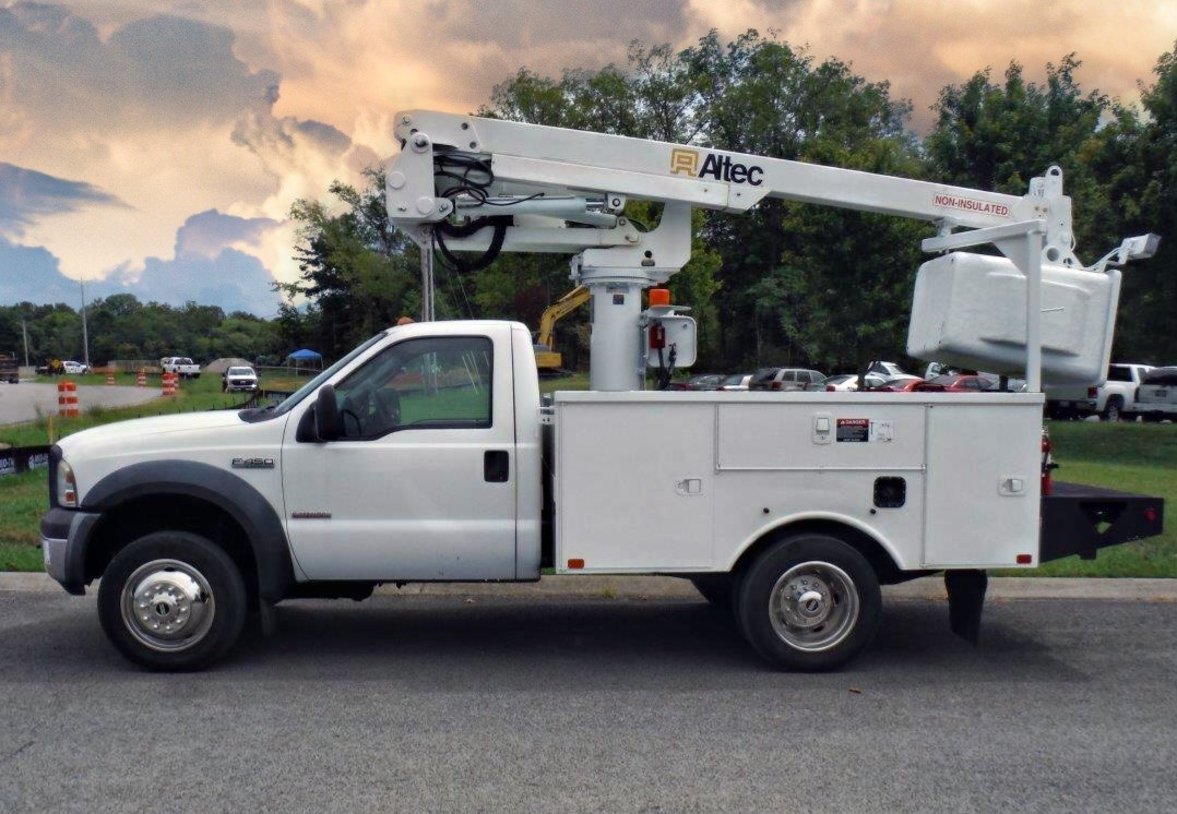 side view of Bucket Truck for Sale from Utility Equipment Service in Spring Hill TN