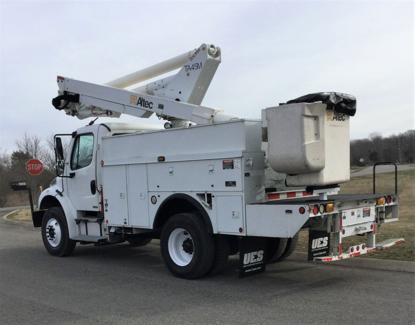 back side view of short bucket truck for Sale from Utility Equipment Service in Spring Hill TN