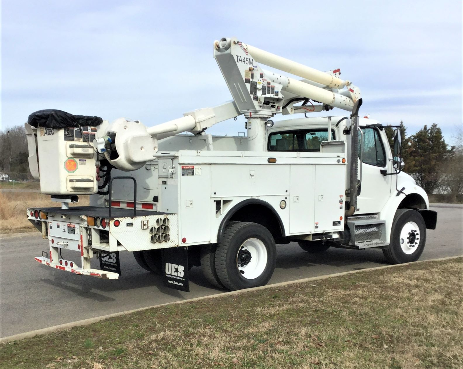 back view of short bucket truck for Sale from Utility Equipment Service in Spring Hill TN