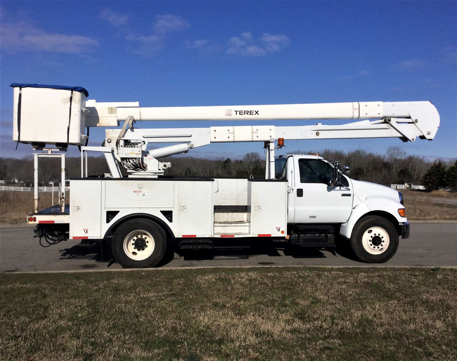 side view of large bucket truck for Sale from Utility Equipment Service in Spring Hill TN
